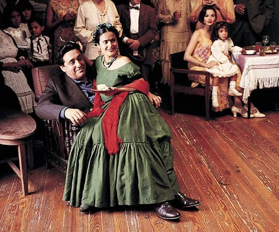Alfred-Molina-as-Diego-Rivera-and-Salma-Hayek-as-Frida-Kahlo-in-Frida